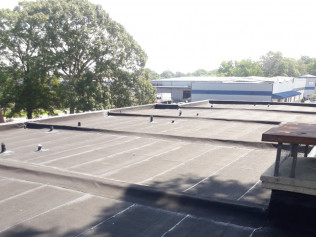 Commercial black granulated rubber roof